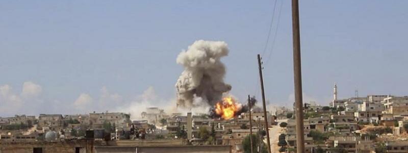 Luftangriff bei Idlib - Foto: Syrischer Zivilschutz Weißhelme