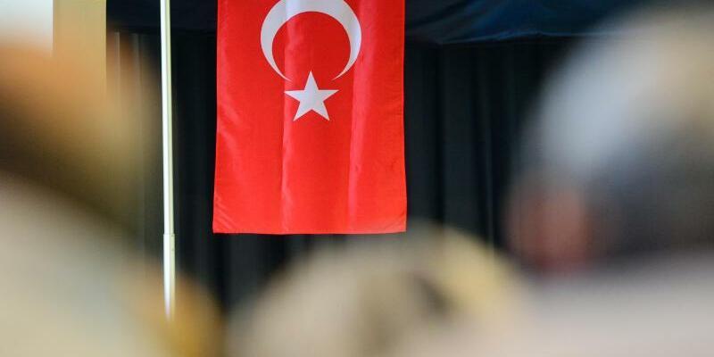 Türkische Flagge - Foto: Maurizio Gambarini