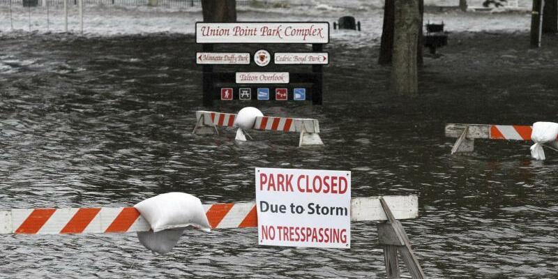 Park in New Bern unter Wasser - Foto: Gray Whitley/Sun Journal/AP