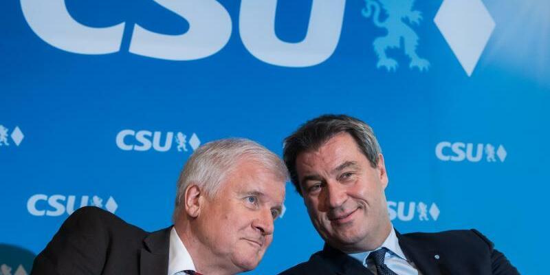 CSU-Vorstand - Foto: Betont gelassen angesichts der schlechten Umfragewerte: CSU-Chef Horst Seehofer und der bayerische Ministerpräsident Markus Söder. Foto:Peter Kneffel