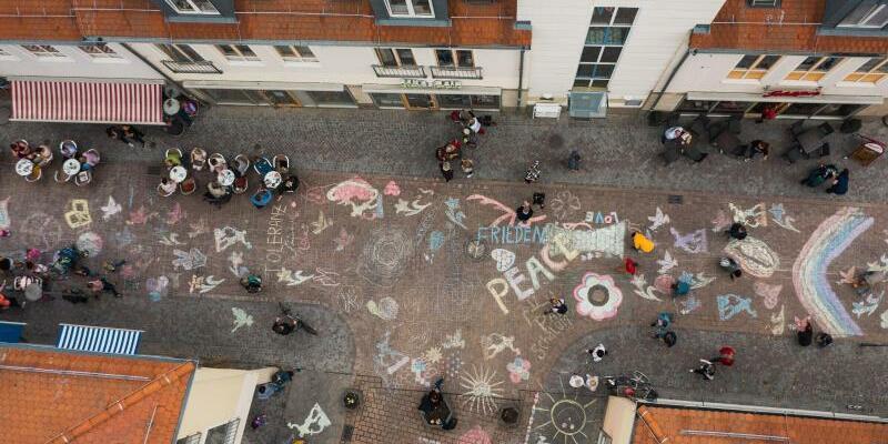 Buntes Zeichen für ein friedliches Köthen - Foto: Sebastian Köhler