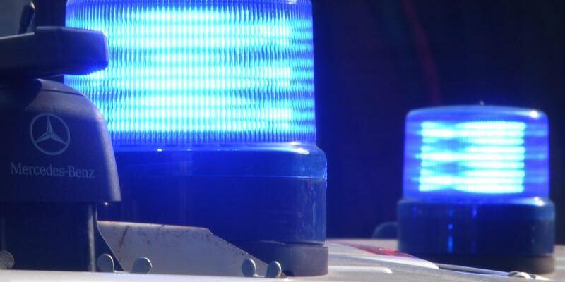 Polizei mit Blaulicht - Foto: Carsten Rehder