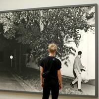 Jeff Wall - Foto: «Passerby» von Jeff Wall. Foto:Oliver Berg