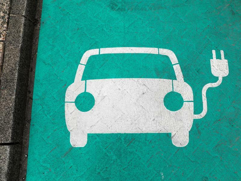 Parkplatz für Elektroautos - Foto: Jan Woitas/ZB