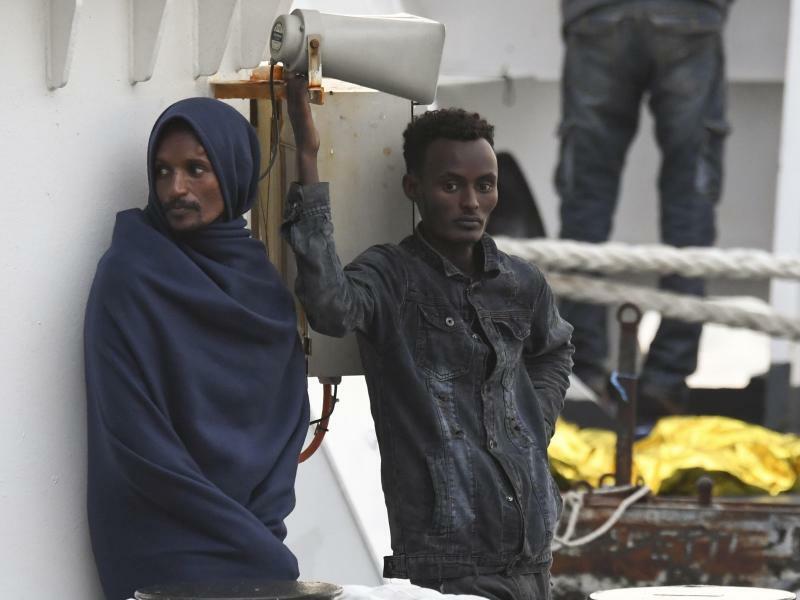Migranten auf «Diciotti» - Foto: Salvatore Cavalli/AP