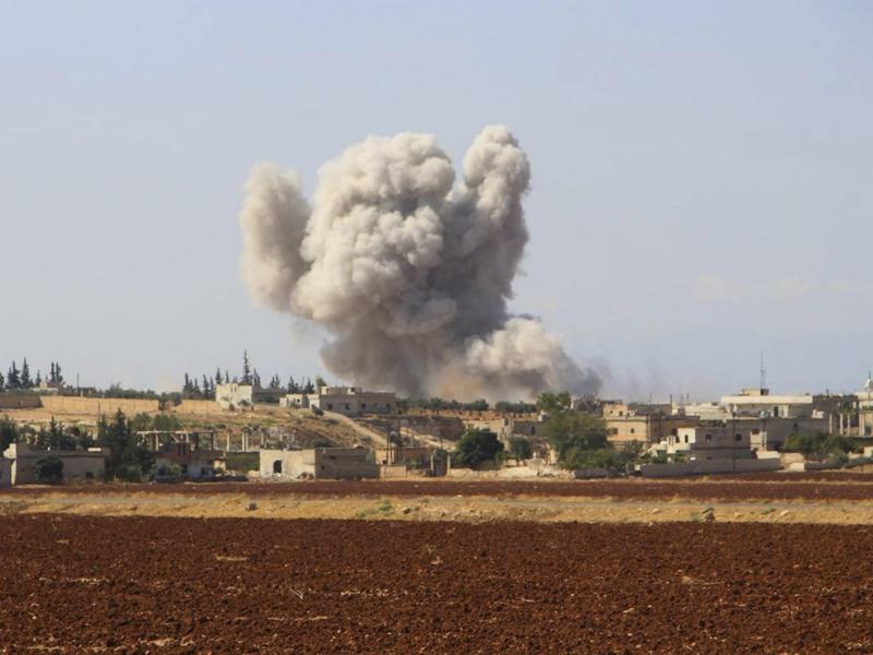 Luftangriff bei Idlib - Foto: Syrian Civil Defense White Helmets
