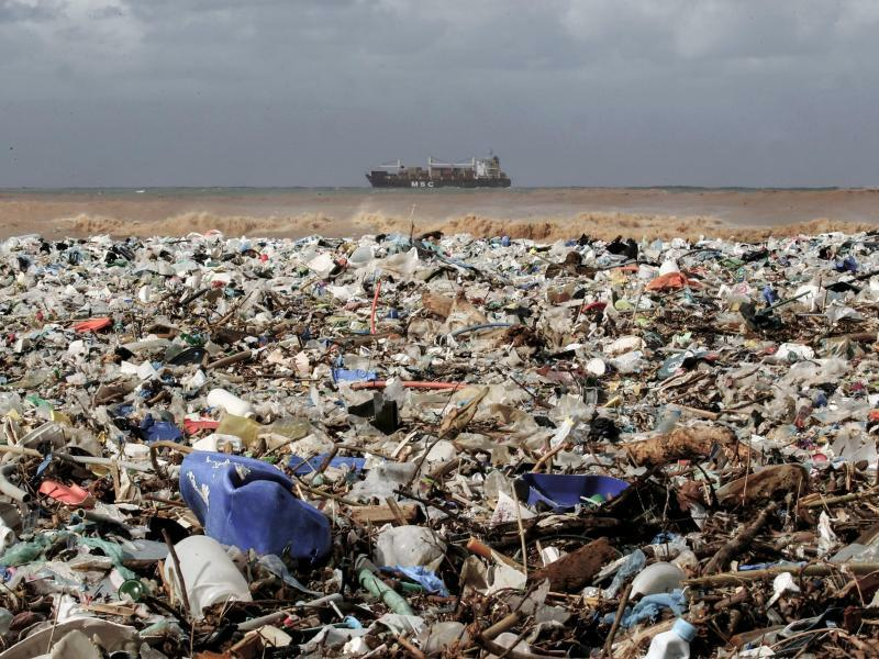 Müll am Mittelmeerstrand - Foto: Marwan Naamani