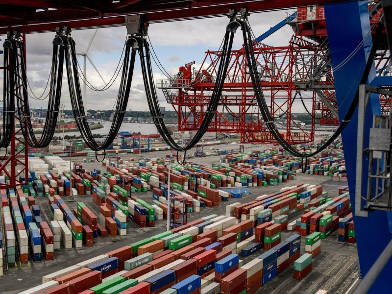 Containerumschlag im Hamburger Hafen - Foto: Axel Heimken