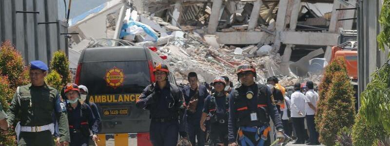 Nach dem Erdbeben in Indonesien - Foto: Tatan Syuflana/AP
