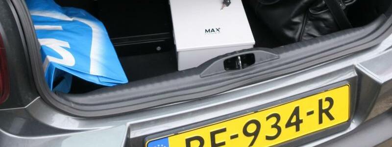 Spezialgeräte - Foto: In russischem Auftrag?Spezialgeräte für einen Hacker-Angriff in einem Kofferraum. Foto:Dutch Defense Ministry/AP