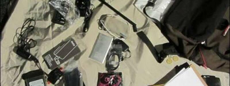 Beschlagnahmte Ausrüstung - Foto: Diese Hackerausrüstung wurde bei vier russischen Spionen beschlagnahmt. Foto:Dutch Defense Ministry/AP