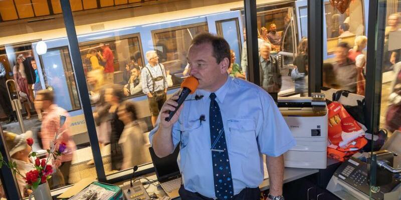 Ex-U-Bahnfahrer lenkt Ansturm der Wiesnbesucher - Foto: Peter Kneffel