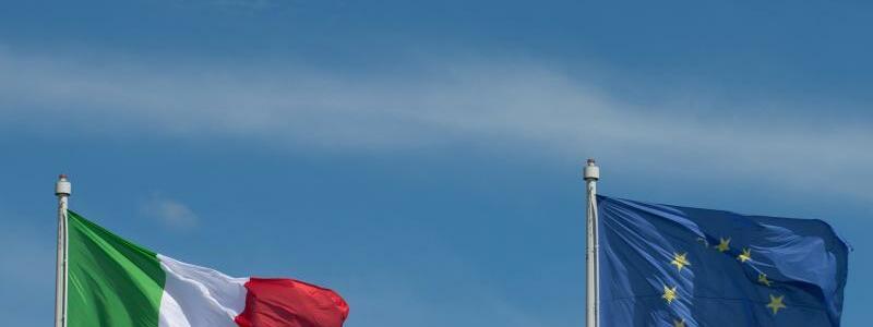 EU- und Italien-Flagge - Foto: Marijan Murat