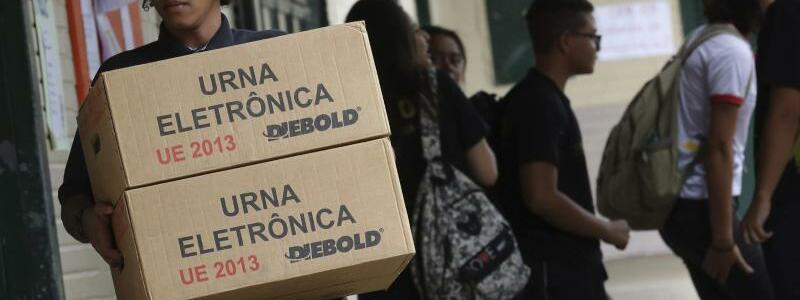 Wahlmaschinen - Foto: Eraldo Peres/AP