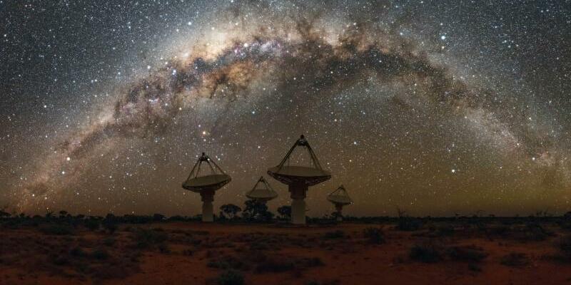 Suche nach Radioblitzen - Foto: Alex Cherney/CSIRO