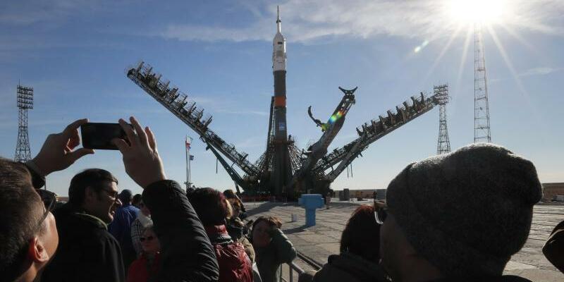 Vor dem Start zur ISS - Foto: Yuri Kochetkov/EPA POOL/AP