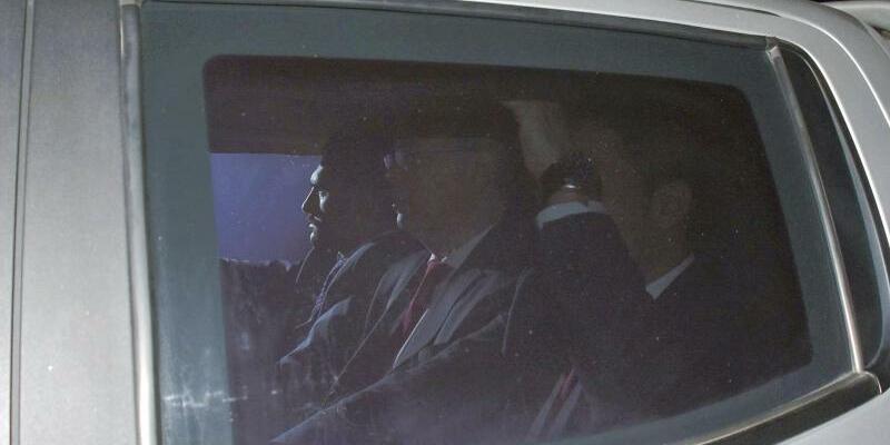 Auf dem Weg ins Gericht - Foto: Emrah Gurel/AP