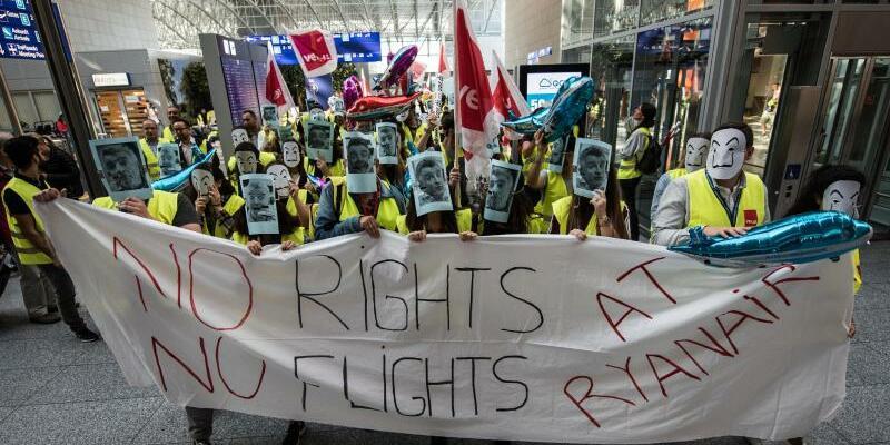 Ryanair-Flugbegleiter demonstrieren in Frankfurt - Foto: Andreas Arnold/Archiv