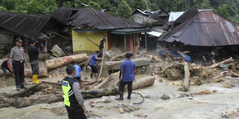 Erdrutsche auf Sumatra - Foto: Khairul Bazar/AP