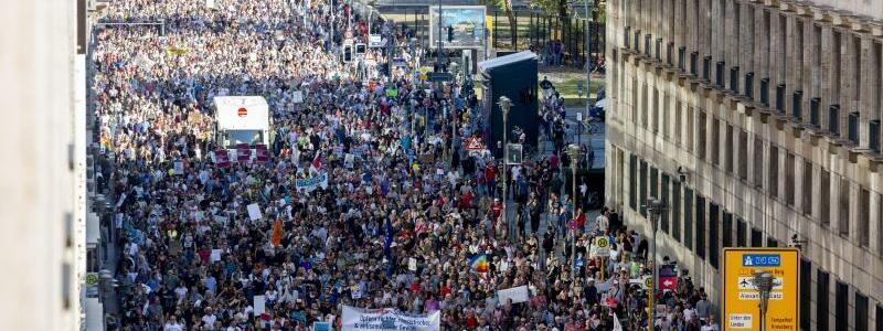 Kundgebung gegen Rassismus in Berlin - Foto: Christoph Soeder