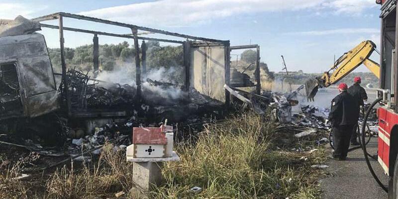 Migranten in Lastwagen verbrannt - Foto: AP