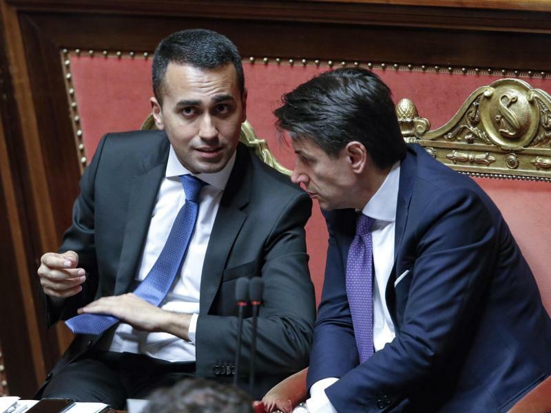 Di Maio und Conte - Foto: Angelo Carconi/ANSA/AP