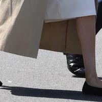 Meghan trägt Recyclingschuhe - Foto: Dean Lewins/AAP