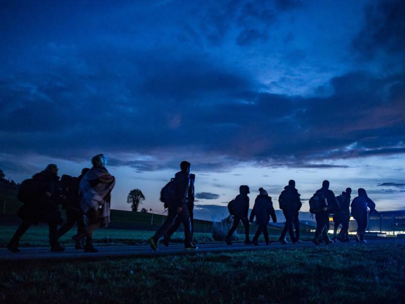 Flüchtlinge an der deutsch-österreichischen Grenze - Foto: Armin Weigel/Archiv