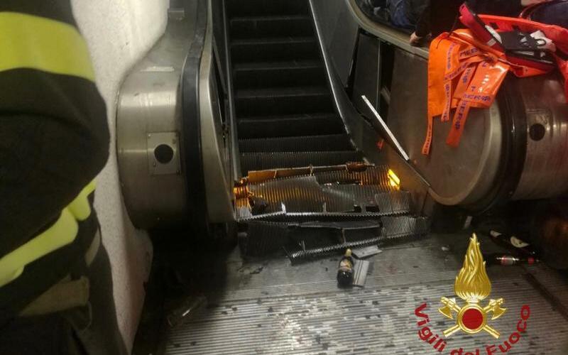 Einsturz einer Rolltreppe - Foto: Feuerwehr Vigili del Fuoco