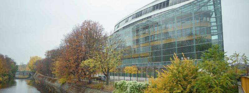 Klausur der CDU-Spitze - Foto: Außenansicht der CDU-Parteizentrale, des Konrad-Adenauer-Hauses, am Landwehrkanal. Foto:Gregor Fischer