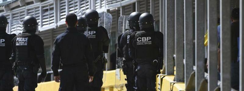 US-Beamte sichern Grenze zu Mexiko - Foto: Jason Hoekema/The Brownsville Herald/AP