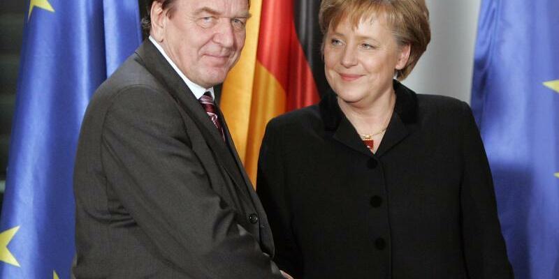 Merkel und Schröder - Foto: Peer Grimm