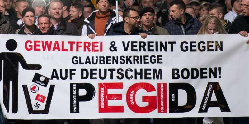 Pegida in Dresden - Foto: Arno Burgi