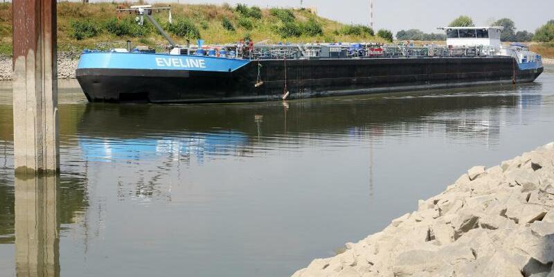 Tanker - Foto: Roland Weihrauch