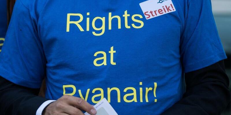 Streikender Pilot - Foto: Andreas Arnold