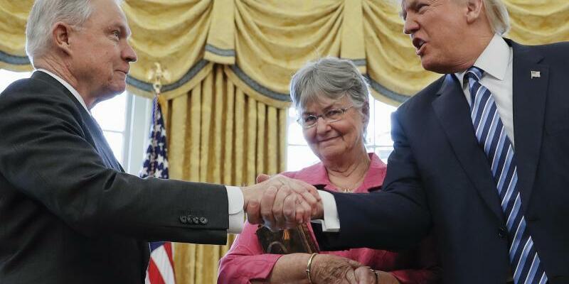Donald Trump und Jeff Sessions - Foto: Pablo Mar