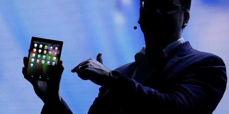 Samsung stellt faltbares Display vor - Foto: Eric Risberg/AP