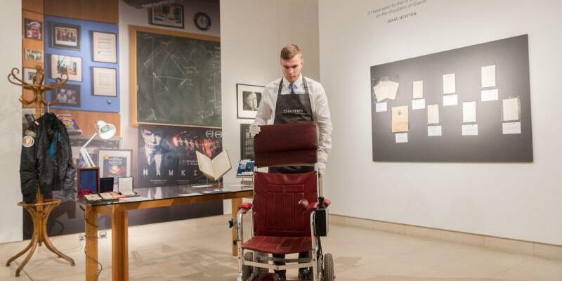 Stephen Hawkings Rollstuhl - Foto: Ray Tang/XinHua