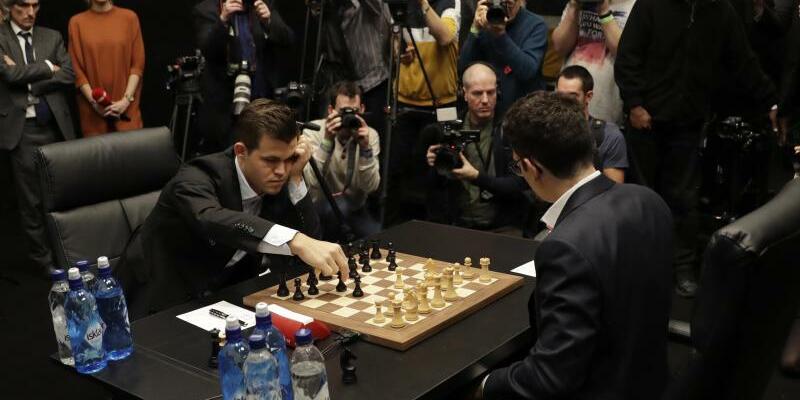 Schachweltmeisterschaft in London - Foto: Matt Dunham/AP