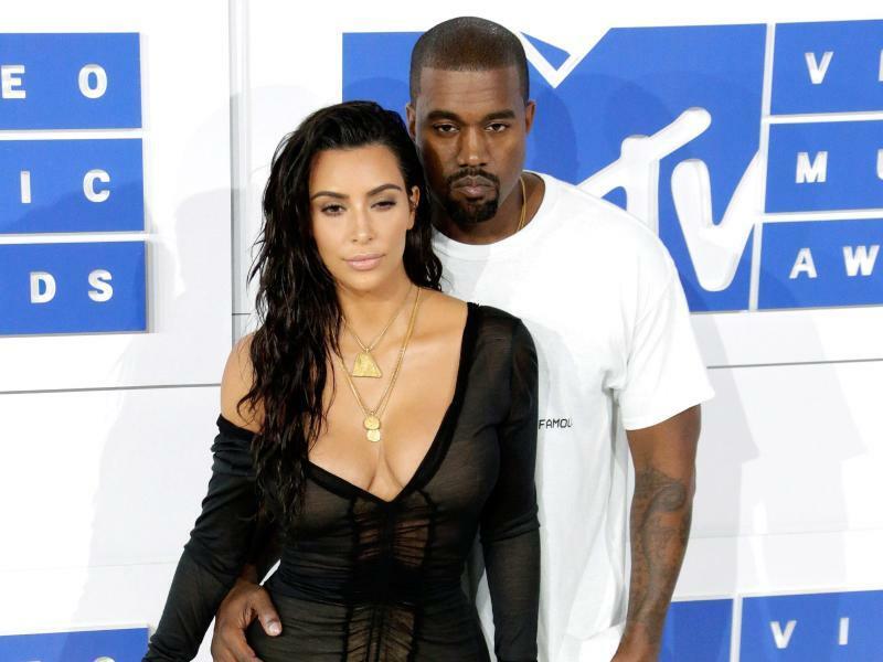 Kim Kardashian & Kanye West - Foto: Jason Szenes/EPA
