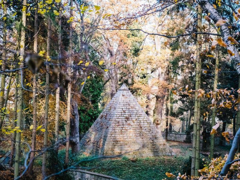Gizeh im Wald - Foto: Das Mausoleum des Grafen zu Münster und seiner Familie wurde 1839 vom Architekten Georg Ludwig Friedrich Laves entworfen und ist heute Teil des Laves-Kulturpfades im niedersächsischen Derneburg. Foto:Ole Spata