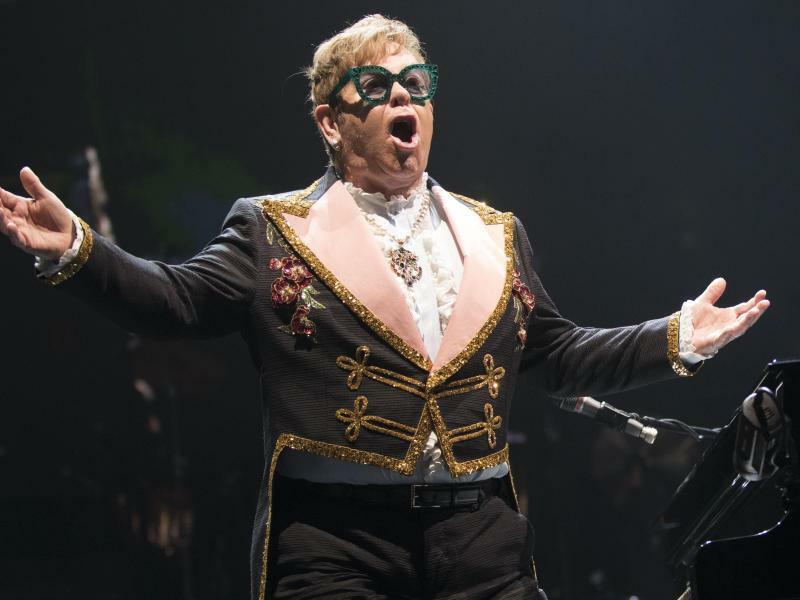 Elton John - Foto: Elton John hat zu Weihnachten einen sehr emotionalen Spot aufgenommen. Foto:Baden Roth/ZUMA