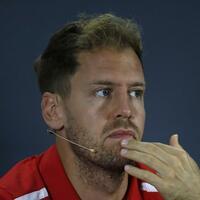 Ferrari-Pilot - Foto: Wird nach dem letzten Saisonrennen der Formel 1 seinen Teamkollegen Kimi Räikkönen vermissen: Sebastian Vettel. Foto:Hassan Ammar/AP