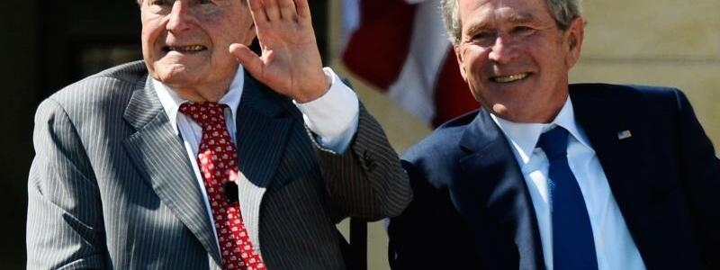 George H.W. Bush und George W. Bush in Dallas - Foto: epa/Archiv
