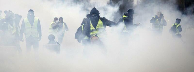 Tränengaswolke - Foto: Kamil Zihnioglu/AP