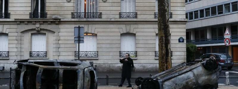 Ausgebrannte Autos - Foto: Thibault Camus/AP