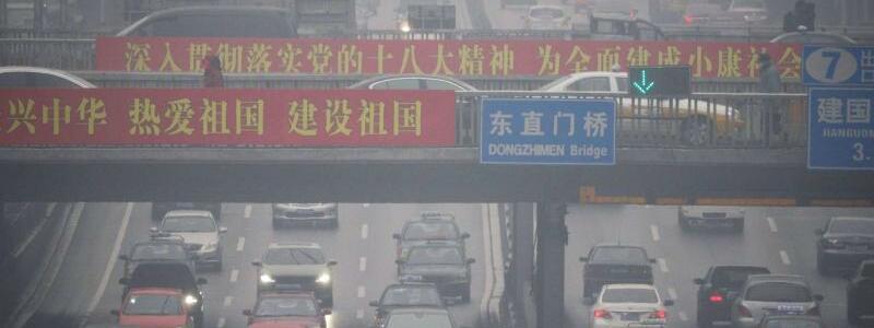Verkehr in Peking - Foto: Verkehr in Peking:Die Massenmotorisierung schnürt Chinas Metropolen die Luft ab. Foto:Adrian Bradshaw/Archiv