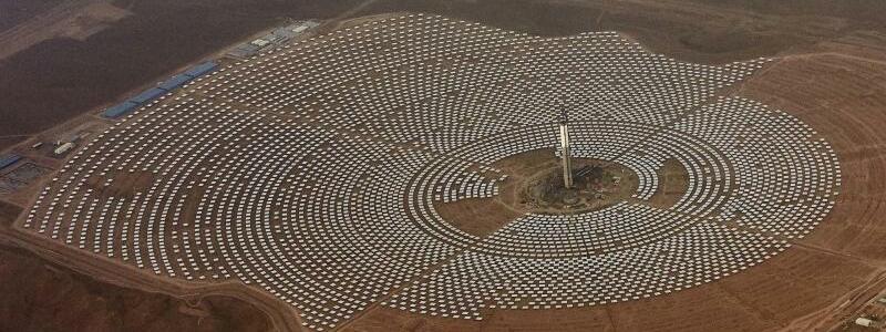 Riesiges Solarkraftwerk - Foto: Abdeljalil Bounhar