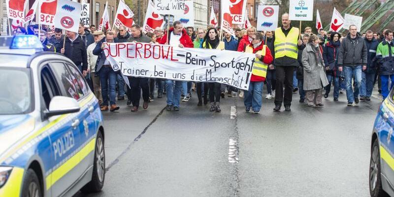 Bayer-Beschäftigte demonstrieren - Foto: Christophe Gateau