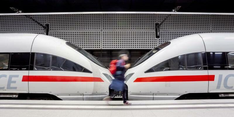 Zug im Bahnhof - Foto: Christoph Soeder